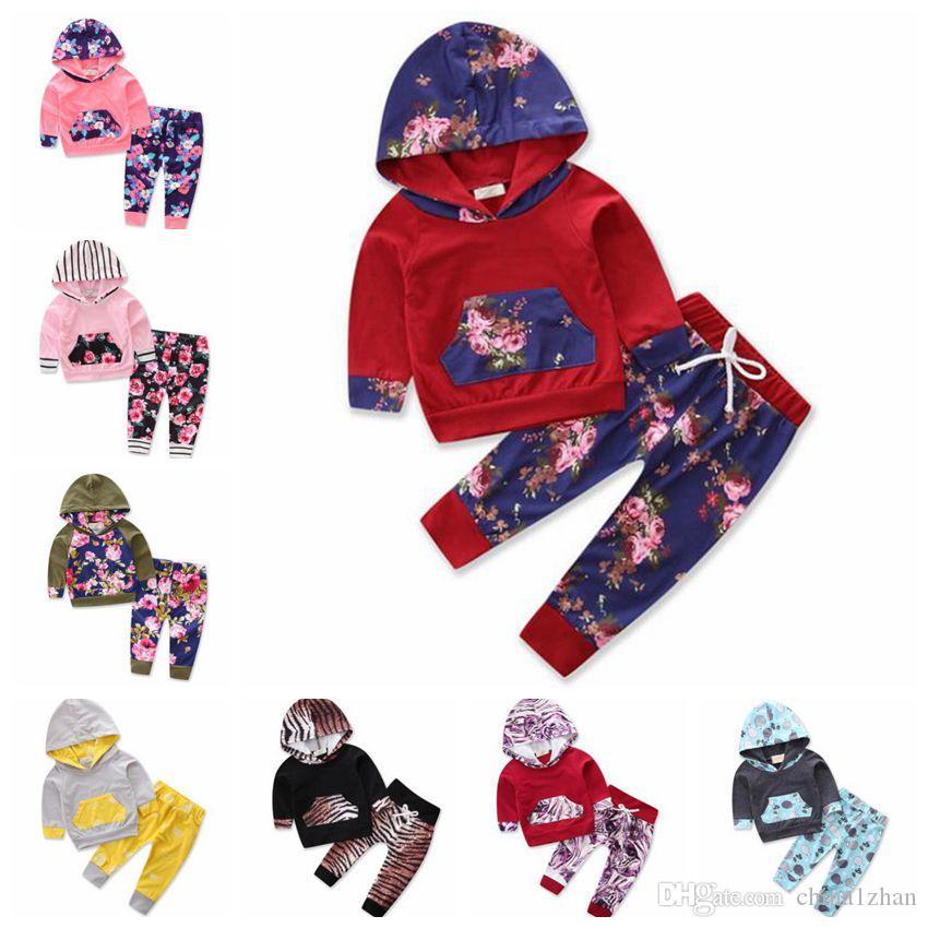 РЕБЁНОК Одежда для новорожденных девочек с капюшоном Топы Брюки 2pcs наборы цветов Новорожденные костюмы конструктора малышей Эпикировка Boutique Детская одежда DW4805