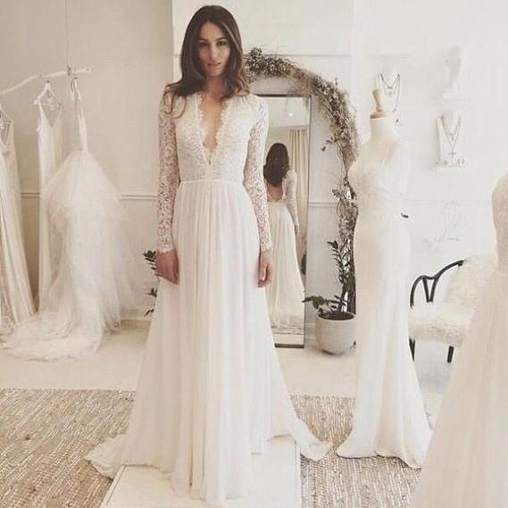 Encaje de la vendimia de manga larga vestidos de novia 2018 cuello en V profundo vestidos de novia hechos a mano una línea de vestidos de gasa de Novia