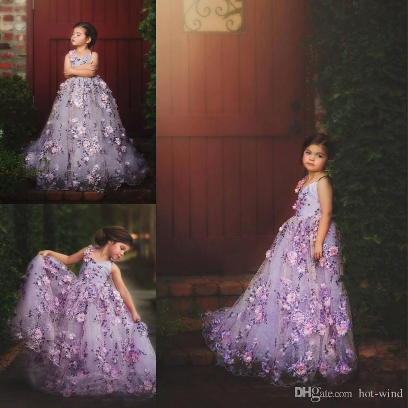 Küçük Çiçek Kız Elbise Düğün İçin 3D Çiçek Aplikler Kız Pageant elbise Kolsuz V Boyun Spagetti Kayışı Tül Parti Abiye
