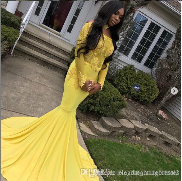 Vestidos de fiesta de sirena larga amarilla 2019 Nueva manga larga fuera del hombro Barrido Apliques de encaje Apliques Vestido de noche formal Vestidos de fiesta