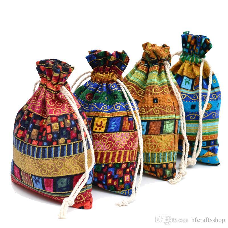 100 adet Jüt Hediye Çantası 13x18 cm Mısır ve Hindistan Gizemli Tarzı Püskül Takı Hediye Şeker Çantalar Düğün Için Ev Dekorasyon Şekeri