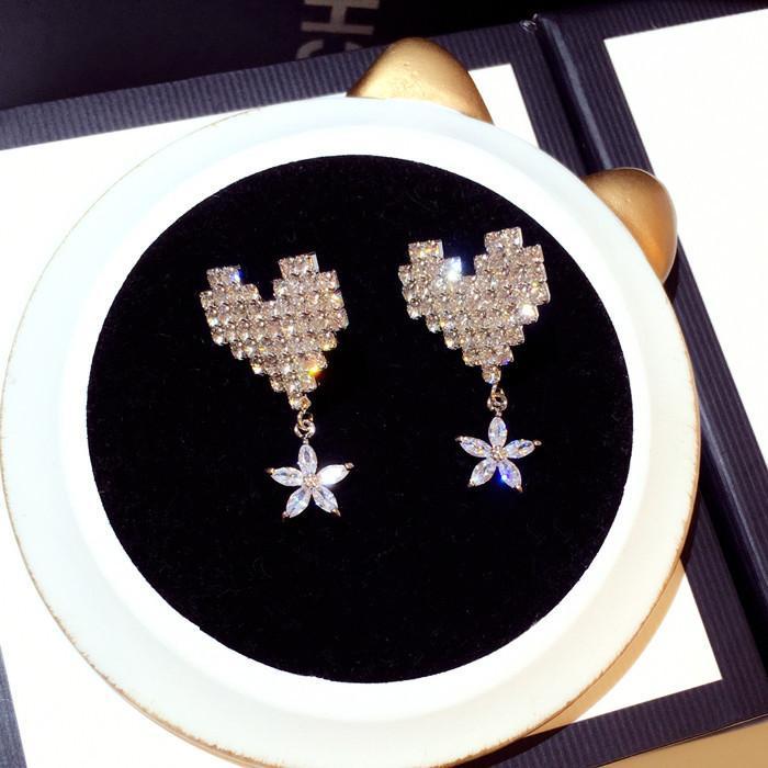 Wholesale-fashion luxury designer glittering shiny zircon diamonds full rhinestone cute heart flower stud earrings for woman girls
