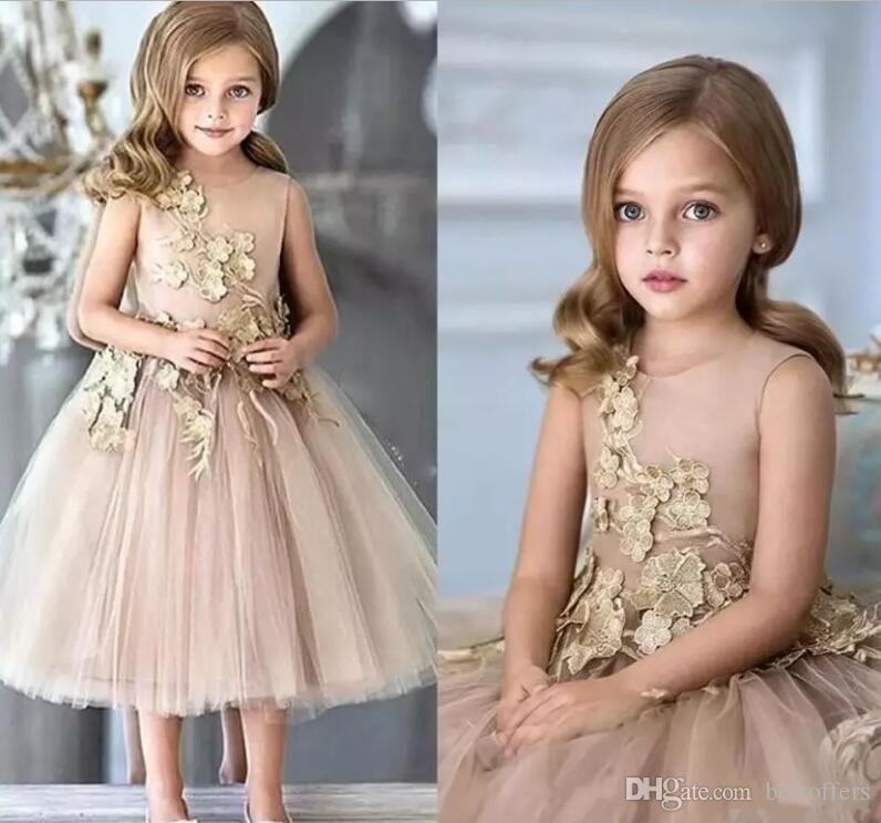Vestidos de niña de flores Apliques Vestidos de desfile para niñas Vestido de comunión vintage Hecho a la medida de tul hinchado