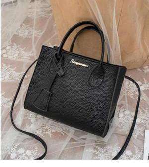 2020 nuovo progettista portatile di lusso femminile del sacchetto degli Esteri spalla Piccola Piazza borsa appesa Marea Moda In selvaggio Stock