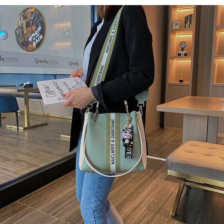 Mulher Saco de couro genuíno Bucket Pacote Único Shoulder Luxo 2019 Broadband Joker Oblique Satchel estilo ocidental Bolsa Temperamento