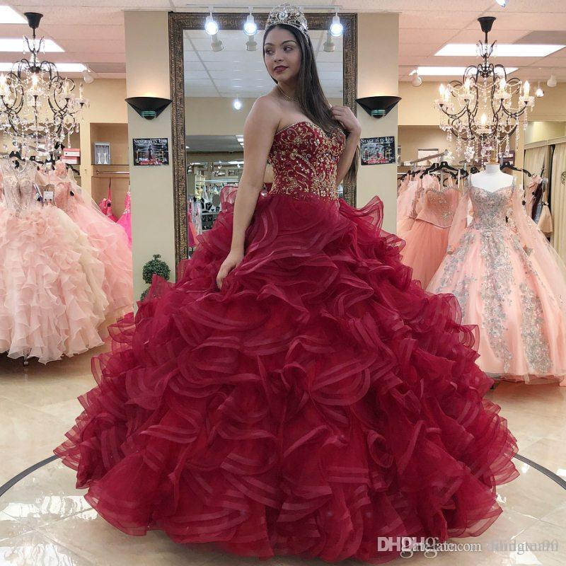 Dark Red Beaded Ball Gown Quinceanera Dresses Sweetheart Neck Crystals Prom Gowns Rhinestones Organza Ruffles Sweet 16 Pageant Dress