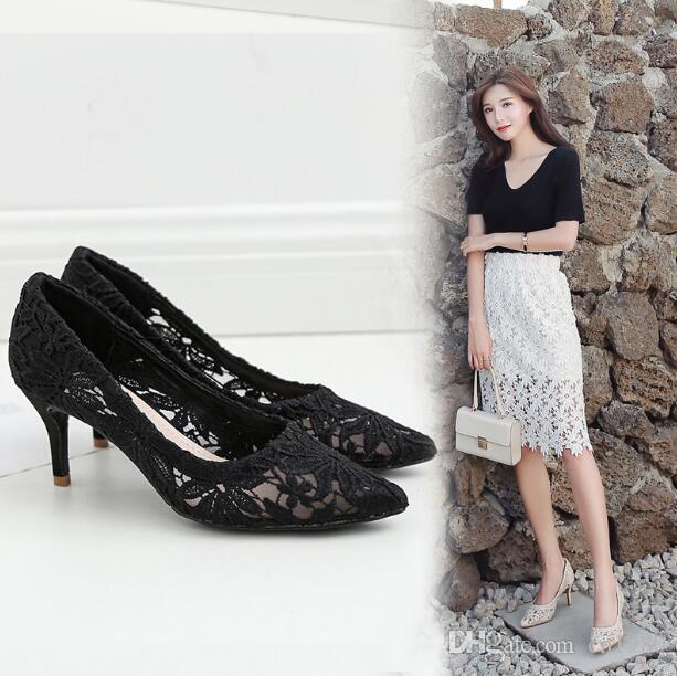 Designer de luxe Femmes Mesh chaussures à talons d'été en dentelle Pointu Toes Découpes respirante peu profonde bouche Sandales Stiletto Chaussures femme Robe Chaussures