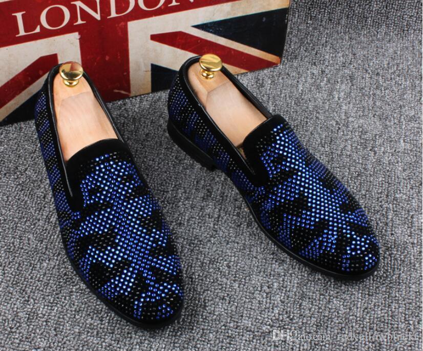 Promozione 2019 primavera uomo mocassini in velluto partito scarpe da sposa in stile europeo ricamato nero blu pantofole in velluto guida mocassini 38-46