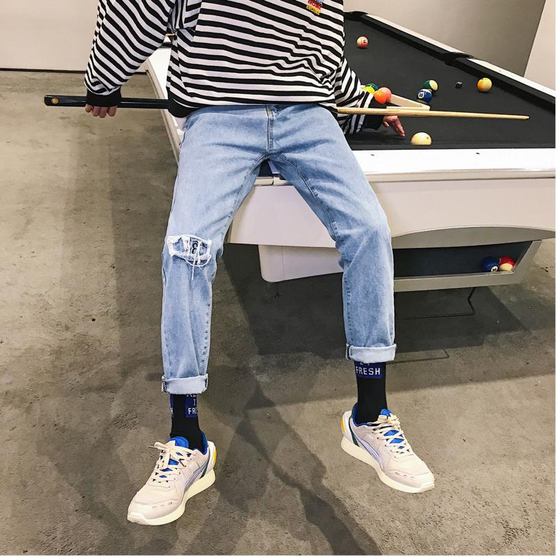 9148fdb3c6 Compre 2019 Temporada De Primavera Estilo De Hong Kong Pantalones Vaqueros  Ocasionales Para Hombres Nuevos Pies Rectos Pantalones Para Hombres Rectos  Para ...