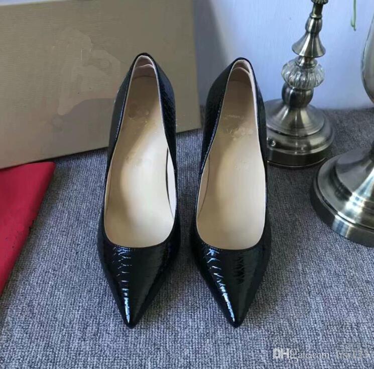 Kostenloser Versand Nude Lackleder-Niet-Spikes Poined Zehen-Absatz-Schuhe der Frauen-Dame-echtes Leder Brautschuhe Pumps Stiletto Heels