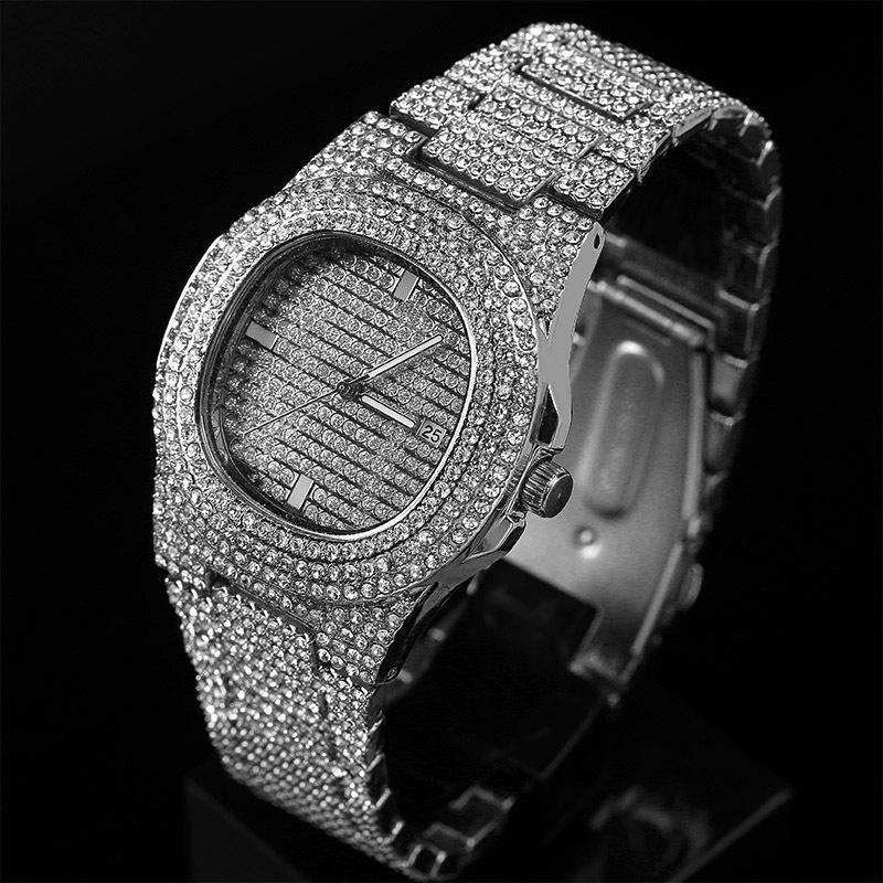 Bayanlar Hediyesi için Kadınlar Parlak Altın Şerit El saatleri Moda Bling İzle Kadınlar Yuvarlak Kuvars İzle buzlu Out Elmas kol saatleri