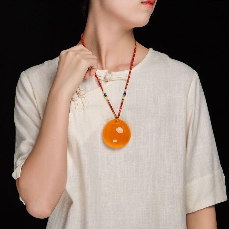Ücretsiz kargo doğal Ham cevher amber oyuncak Balmumu kırmızı Prenses toka Kolye oyuncak Etnik rüzgar kolye
