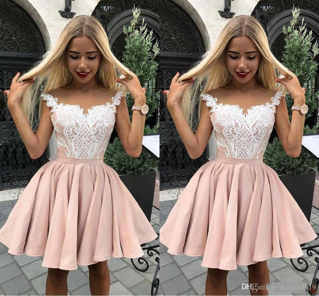 2019 Cheap Cocktail Party Dresses Sheer Neck Lace Appliques Graduation Dresses Knee Length Short Mini Homecoming Dresses Girls Prom Gowns