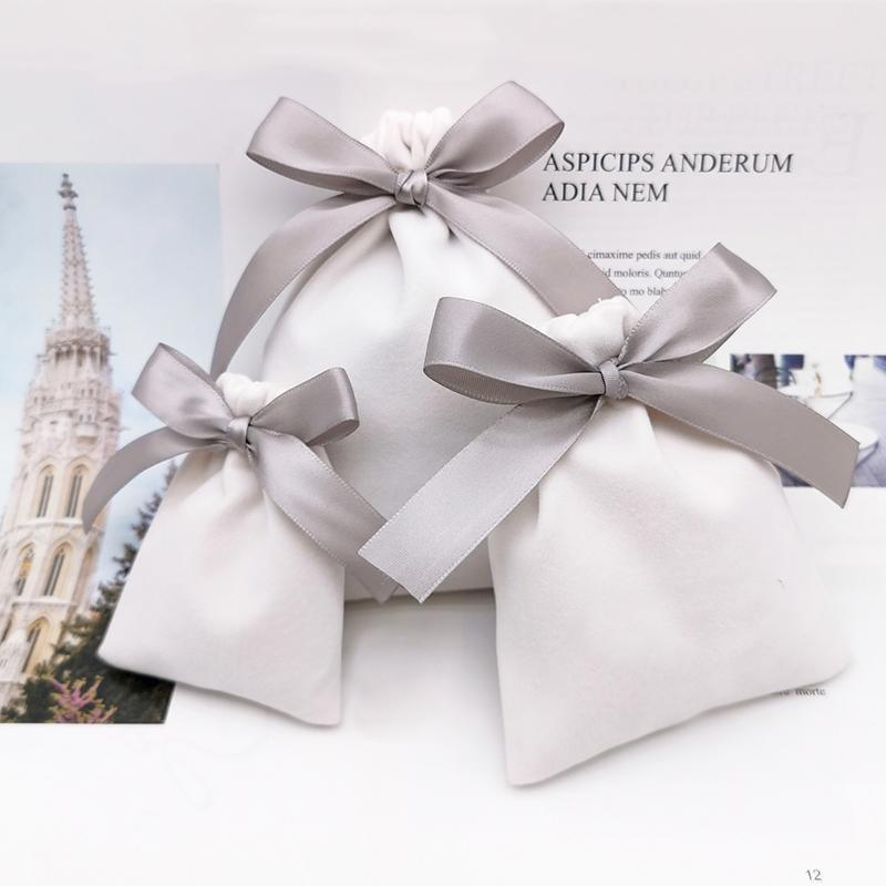 فاخر الأبيض المخملية مجوهرات حقيبة التعبئة قلادة سوار ماكياج الخرزة الرباط حقيبة حفل زفاف هدية الحقائب 20PCS