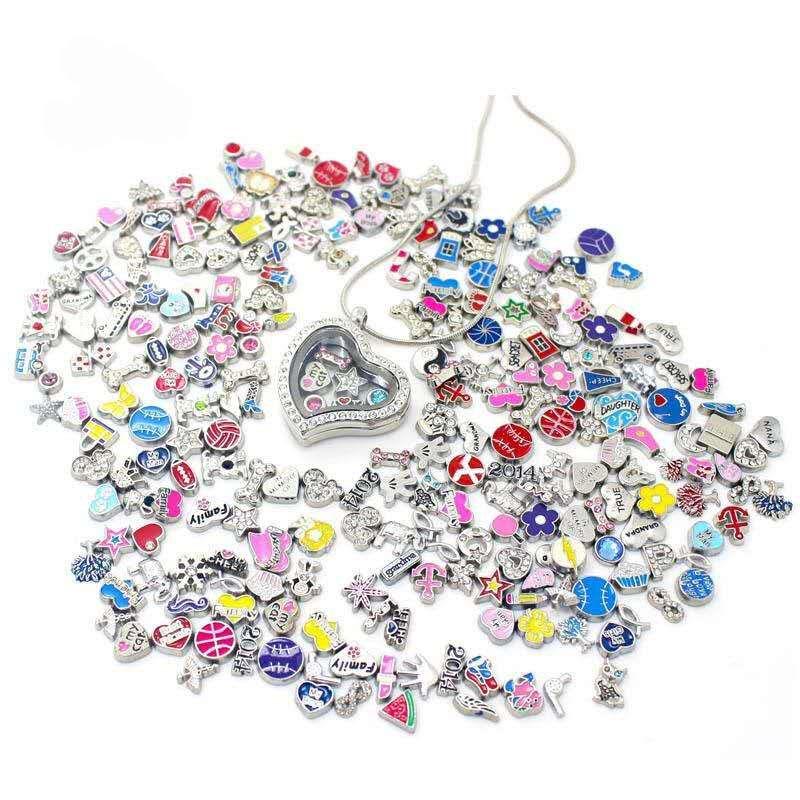 Images colorées! 100 pcs / styles de lot conçus mixtes designs flottants charmes de charme de charme de charme de verre pour verre vivant des médelets bijoux bricolage