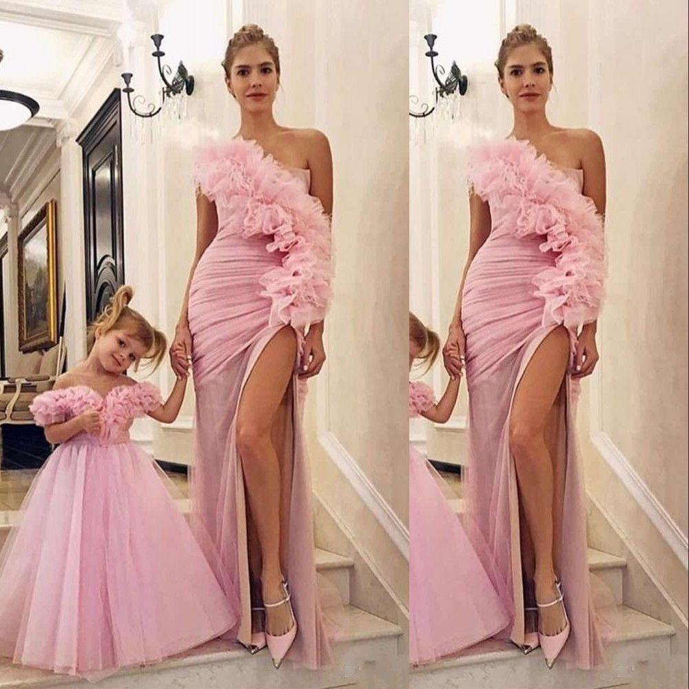 Sexy nuova rosa una spalla madre e figlia Prom Dresses laterale Split sirena di Tulle increspature Fiori abito da sera convenzionale da partito degli abiti