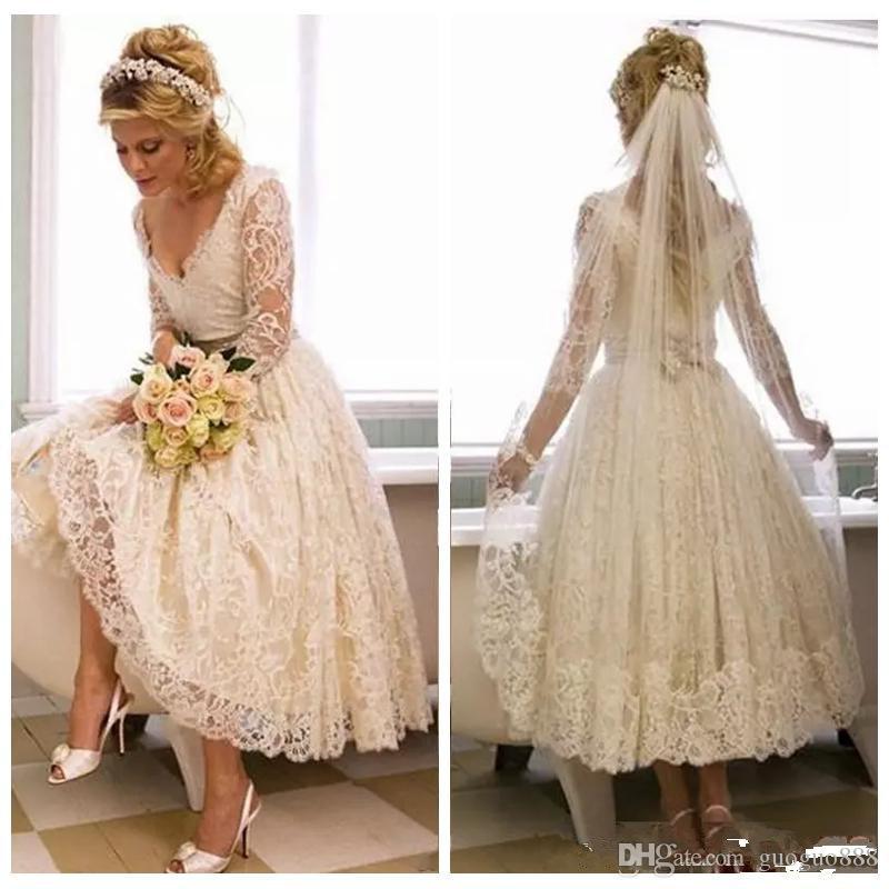 Vintage Tea Comprimento Lace casamento de praia Vestidos V Neck Sheer manga comprida Modest noiva curto vestidos para Jardim do país do costume