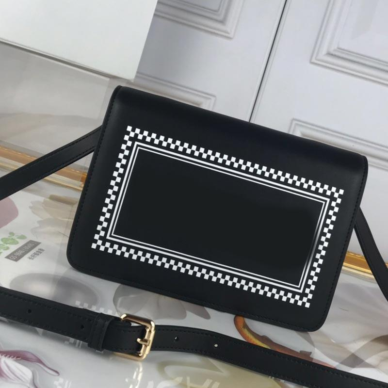 Femmes Sac bandoulière Sacs à main de haute qualité Porte-monnaie classique Mode Casual Simple Mode Clamshell épaule lettres Sac surface lisse