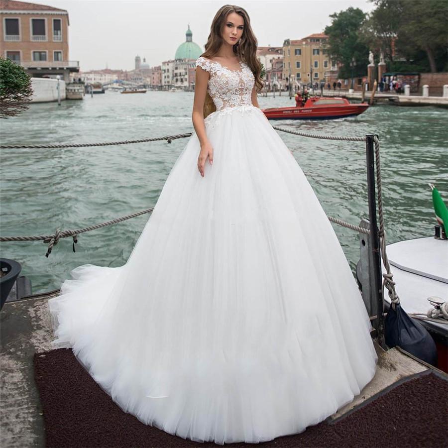 Sheer Scoop Cap manches courtes robe de bal de mariage Robes de mariée en ligne souple Tulle personnalisé Robes 2020 Modeste longue Robe de mariée Plus Size