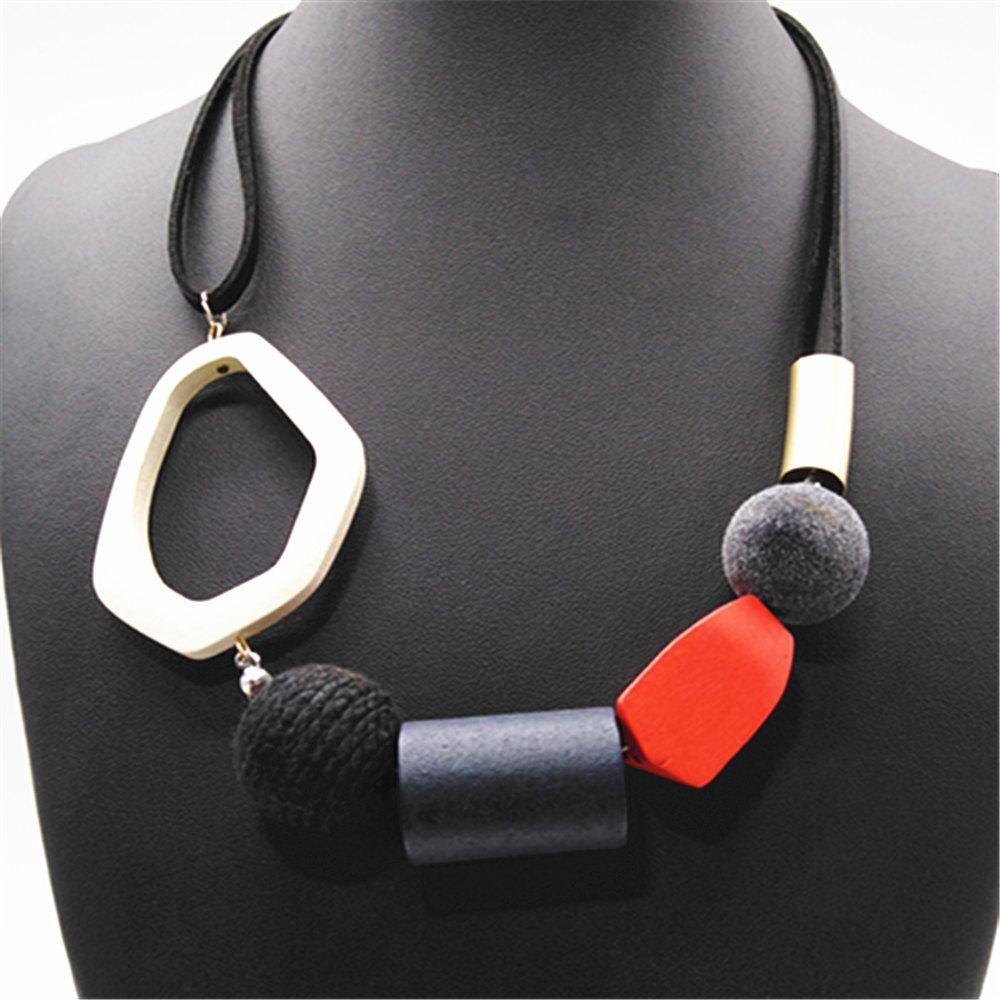 ewelry Zubehör Neon, Schwarz, Rot Mädchen Geometric Ethnische runde Kugel Mode Vintage Wood Anhänger-Halsketten-Frauen-Strickjacke-Kette Je ...