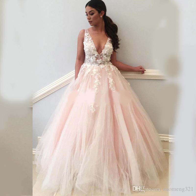 Sweet Pink Quinceanera 2020 mit V-Ausschnitt Backless weißer Applikationen Sweep Zug formalen Abschlussball-Partei-Kleider für Bonbon-16 vestidos de quinceañera