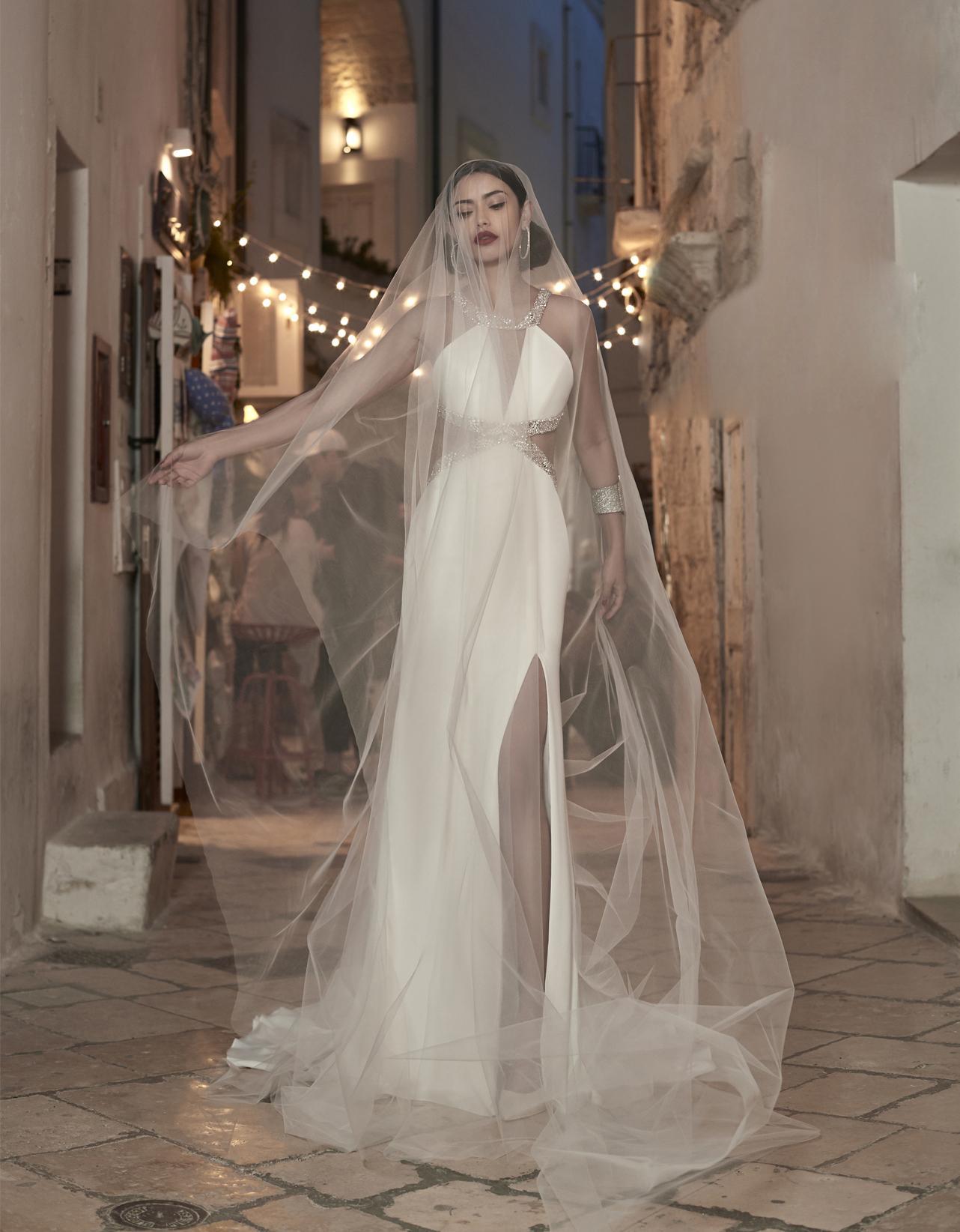 Сексуальные высокие свадебные русалки свадебные платья роскошные кристаллические блестки сатин Beashblob Beach Roys de Mariee Train Rear Country Trupet Bridal