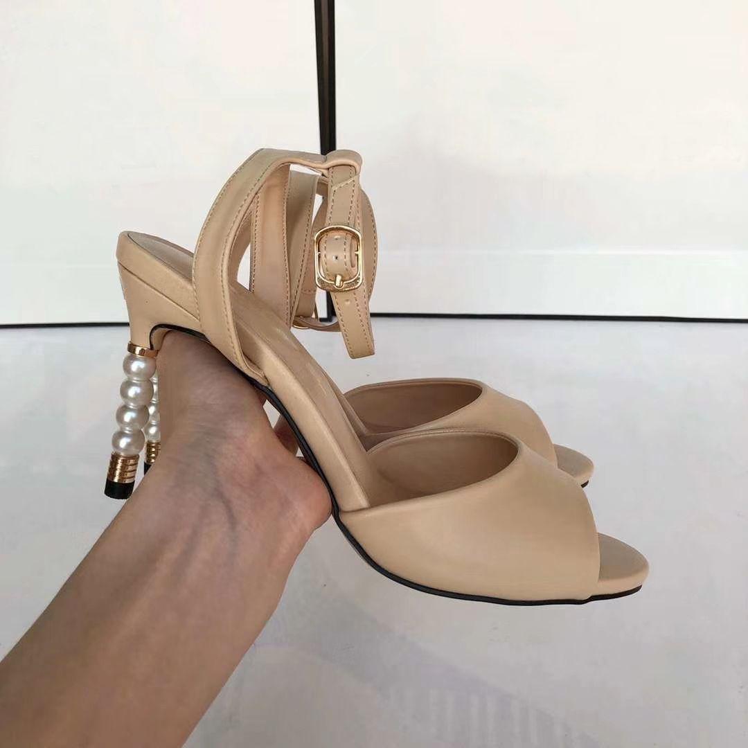 Bege Preto Mulheres Gladiator Sandals luxuosa da pérola saltos altos Bombas Feminino da bracelete Sapatos de casamento Zapatos de mujer