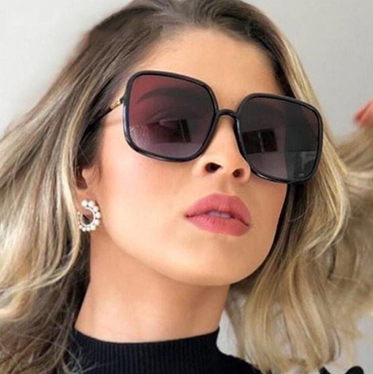 Завышение письмо Big рамка квадратные очки для женщин Урожай ретро ВС Galsses Женский Марка Дизайнер Черный Оттенки INS моды очки 2020