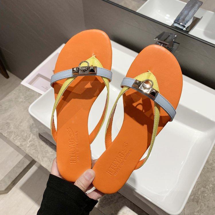 Fashion Women Beach Slippers Metal Buckle Flip Flops Flats 2020 Summer Female Outdoor Sandals Flip Flops Shoes Q-642