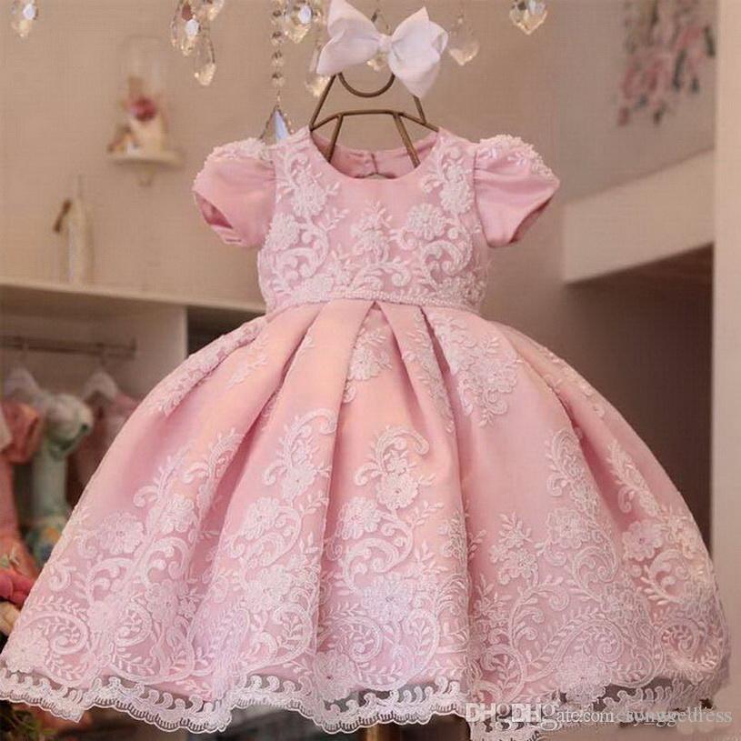 La nueva llegada del vestido de bola vestidos de flores niña para las bodas de encaje Apliques niñas desfile de vestido de manga corta de las perlas primera comunión Vestidos