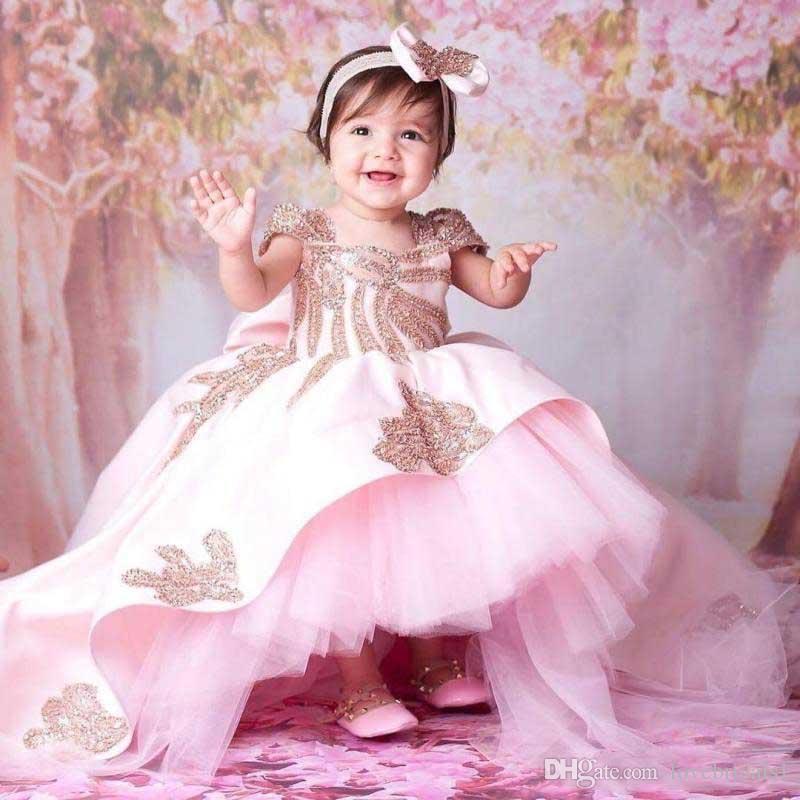 Vestidos preciosos para niñas de color rosa con apliques dorados Hi Lo First Cummunion Vestidos 2019 Vestido barato para niñas de flores