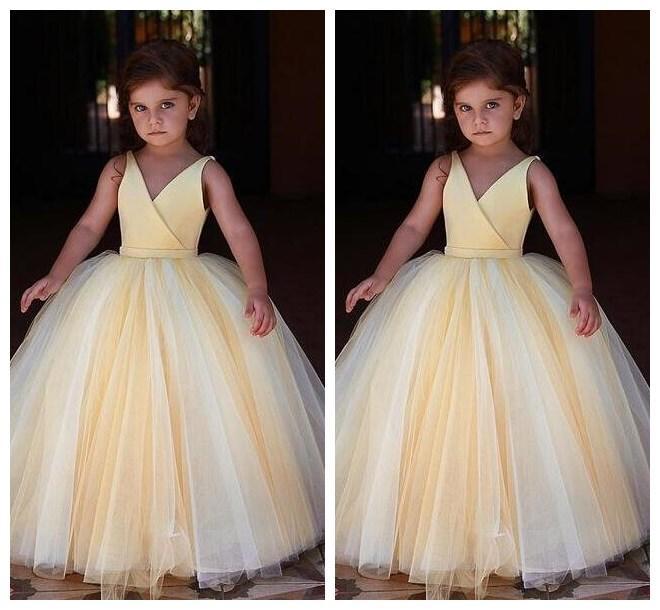Amarillo de la flor linda niña vestidos para bodas 2020 barato cuello en V baratos desfile de pequeños vestidos de niña de niños Ropa formal