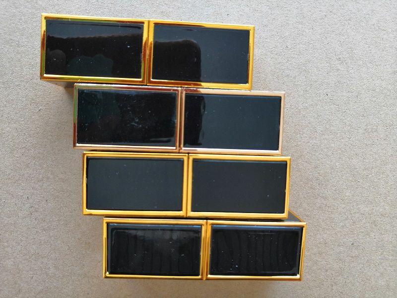 2019 Hot fosco Batom Lip Gloss Maquiagem Luster Retro Batom geada Sexy Matte Batom 3.5G batons com Nome Inglês