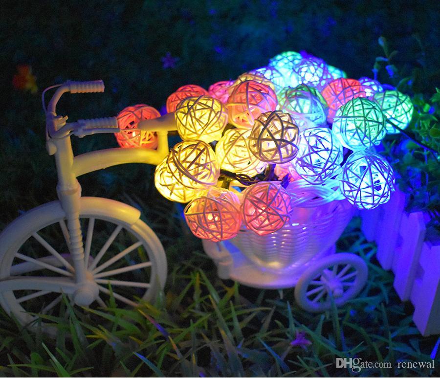 أضواء سلسلة الشمسية 20ft 30 LED متعدد الألوان الروطان غلوب سلسلة أضواء الإضاءة الزخرفية للمنزل المنزل حديقة الفناء الحزب