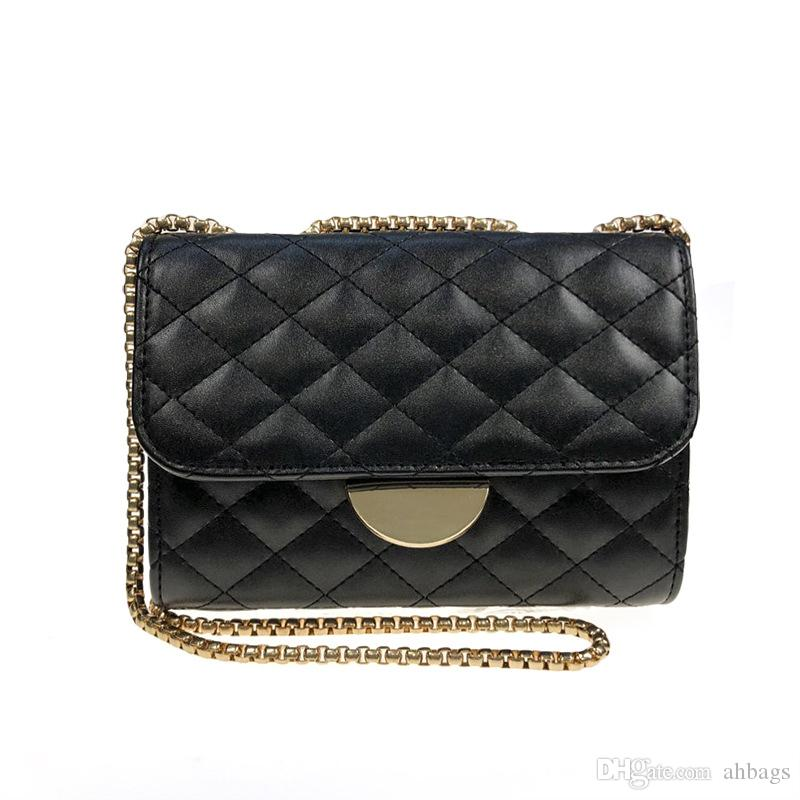 Small black bag with net red Harbour wind retro oblique Bag Fragrant Rhombus Chain Pack New parcel One shoulder inclined Wallet Fashion hand