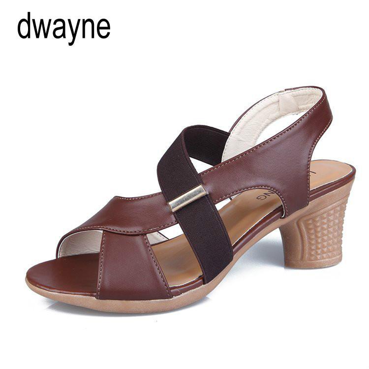 Zapatos de mujer de cuero suave genuino sandalia de la manera Mujer Sandalias planas ocasionales de las mujeres de verano playa zapatos hebilla hembra 2019
