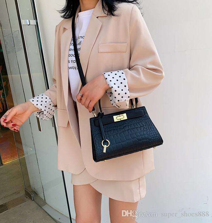 Nuova borsa inclinata monospalla alla moda Mori Baitaochao a forma di coccodrillo