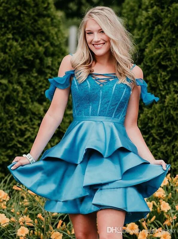 아이스 블루 오프 Shoudler 레이스 새틴 매력적인 동창회 드레스 2020 프릴이 계층 스커트 헌터 블루 짧은 댄스 파티 파티 드레스