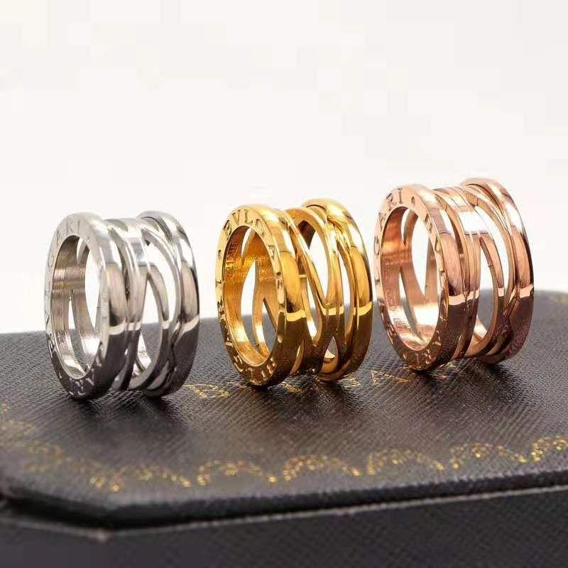 2019 anillo de moda estadounidense masculina clásica hueco de acero de titanio, de Europa y joyas de las parejas decorativa