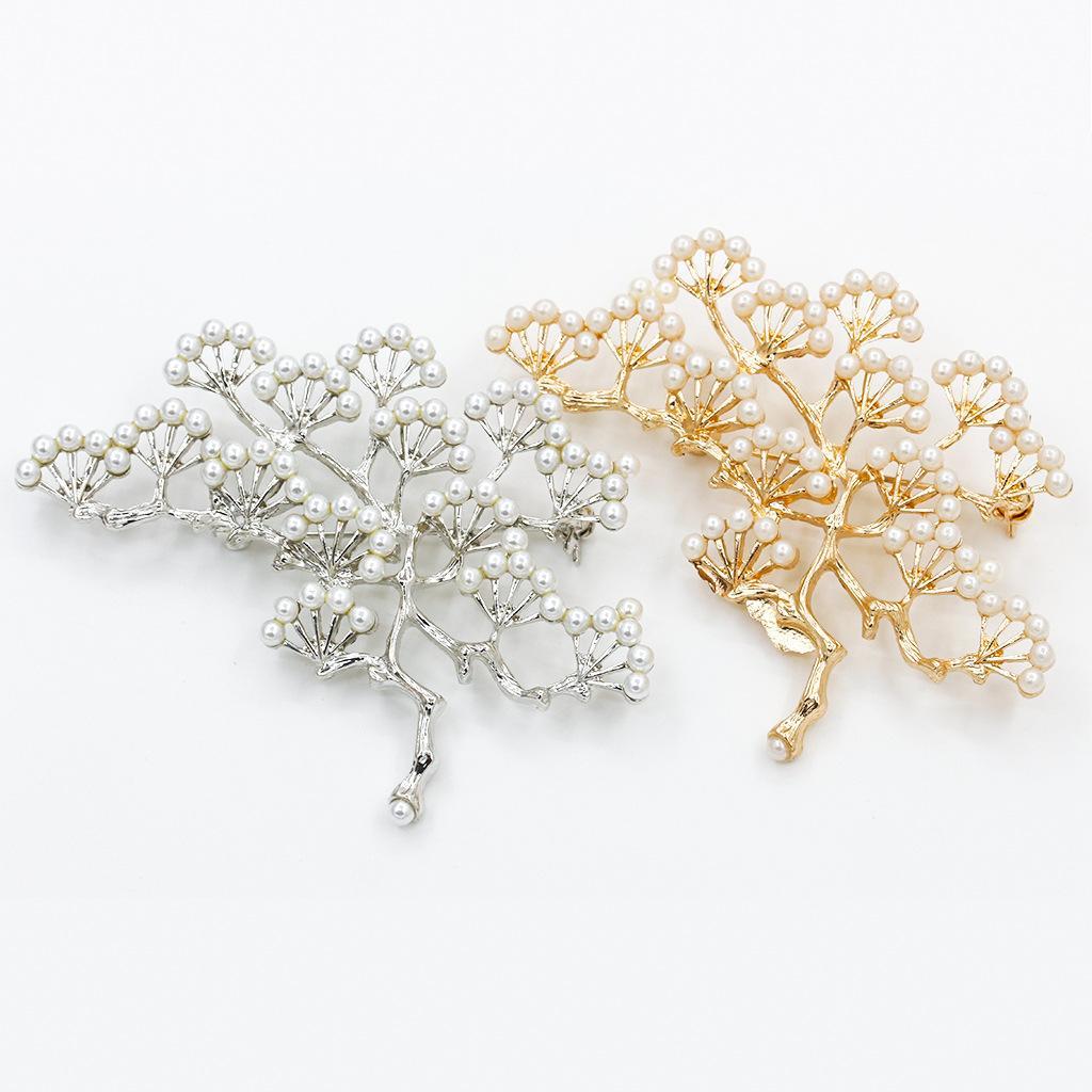 Exquisitos perlas broches pins mujeres vintage navidad broches pins con grandes perlas de imitación gris aislamiento femenino accesorios de disfraces broche de árbol