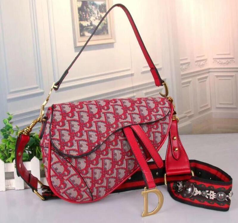 womens sacs à main de sac de design de luxe 2020 de luxe Sacs à main sac porte-clés sac de selle porte-monnaie sacs à main de luxe design portefeuille porte-monnaie D71