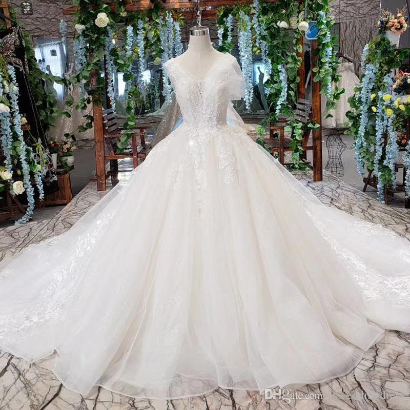 2019 Latest Bohemian Wedding Dresses Shell Chest Sleeveless Open Keyhole Back Shing Sequins Hand Made 3D Flower Pattern Bridal Gown Bech