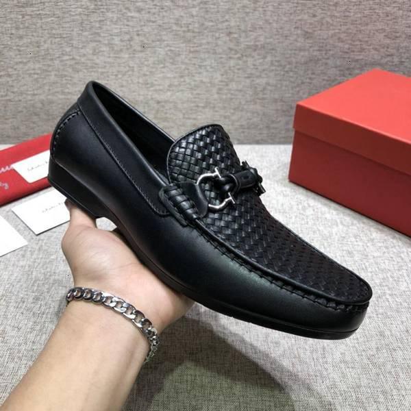 El nuevo estilo remaches del cuero Negro Resbalón-en zapatos de vestir hechas a mano de los hombres fumadores wan2 planos ocasionales