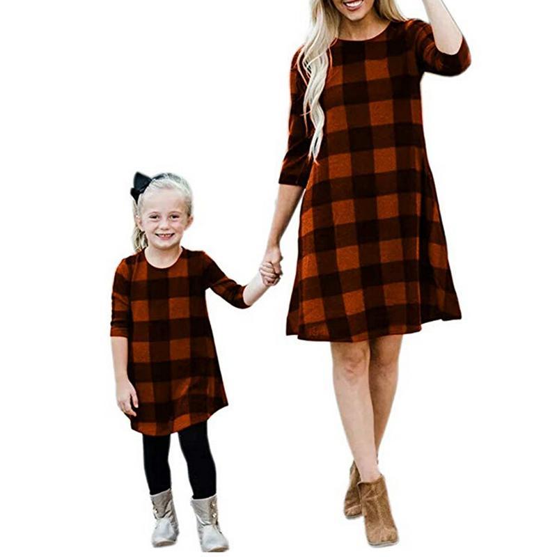 Mère et fille robes maman et moi la famille apparence vêtements assortis Robe Plaid Casual Femmes Enfants Girl Fashion tenue mignon