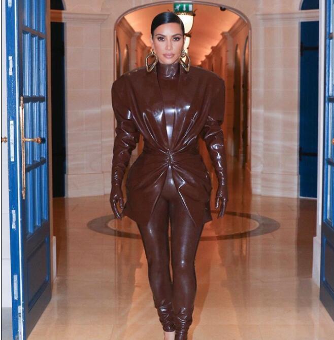 Akşam elbise Yousef aljasmi Kırmızı Kadınlar Suit Kim Kardashian 2020 3 Pieaces takım elbise Deri giyim Kürk takım Koordinatlar Yüksek boyun uzun kollu