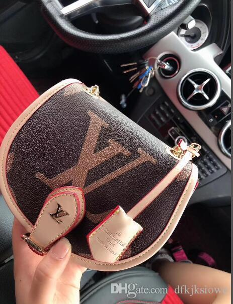 Saddle bag handbag Free postal package leather leather ancient pig foreskin inside the perfect collection accompanying