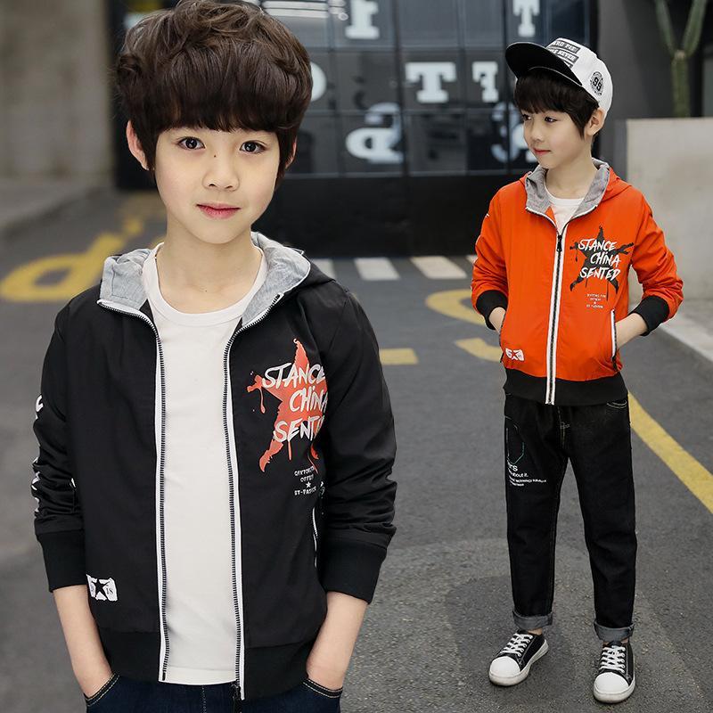 Abbigliamento per bambini Boy Coat primavera e l'autunno breve rivestimento Nuova lettera bambino del modello incappucciato Windbreaker del capretto incappucciato Outwear