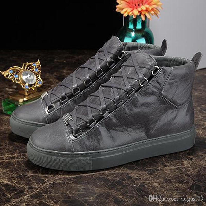 2020 Nuovo nome uomo casual scarpe piane Kanye West Moda spiegazzato stringate in pelle scarpe da ginnastica Low Cut Runaway Arena qs9