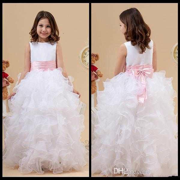 2020 Princesse blanche Jewel Neck robes fille fleur Volants Une ligne de satin et organza robe de fille pas cher pour soirée de mariage Robes avec l'arc rose