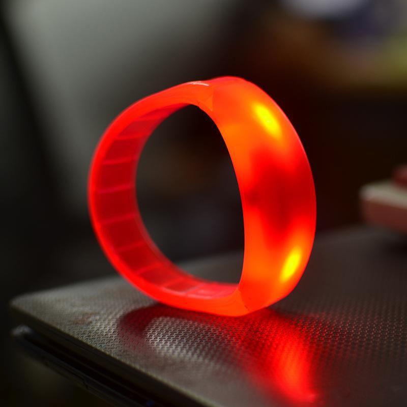 giocattolo 7 colori di controllo del suono Led lampeggiante bracciale Light Up del Wristband musica attivato luce di notte Attività di Club Party Bar discoteca Cheer